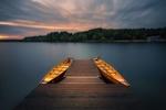 Обои Две лодки у причала на рассвете, озеро Chechlo-Naklo, Poland / Хехло-Накло, Польша, фотограф Patrycja
