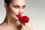 Обои Гламурная девушка с алой розой в руке, фотограф Анна Субботина