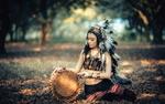 Обои Девушка в национальном индейском костюме