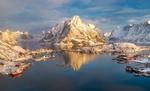 Обои Морозное утро в бухте Рейне, Lofoten Islands, Norway / Лофотенские острова, Норвегия, фотограф Сергей Луканкин