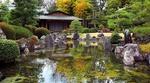 Обои Японский домик среди зелени у пруда