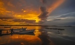 Обои Лодки у берега, в море на закате, фотограф Enver Karanfil