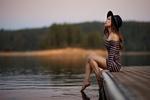 Обои Девушка в шляпе и полосатом платье сидит у озера, by Sergey Bidun