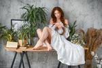 Обои Девушка Eva в белом платье сидит на столе, by Dmitry Levykin