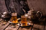 Обои Чайники и чай в стаканах с пирожными на досках, фотограф Светлана Кужагалиева