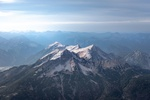 Обои Заснеженные горные вершины под серо-голубым небом, фотограф Daniel Sebler