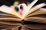 Обои Открытая книга со страницами свернутыми, образуя сердечко, by Theo Crazzolara