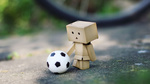 Обои Картонный человечек Dando играет в мяч