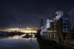 Обои Солнце поднимается над Canary Wharf / Кэнэри-Уорф, над рекой Thames / Темза, фотограф Didier Lanore