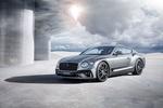 Обои Серебристый Bentley Continental / Бентли Континенталь стоит у круглого здания под облачным небом