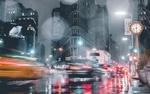 Обои Размытые силуэты автомобилей, движущихся по ночному городу