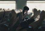 Обои Девушка кушает в поезде, by Rui Li