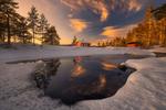 Обои Домики под облачным небом у озера, фотограф Ole Henrik Skjelstad