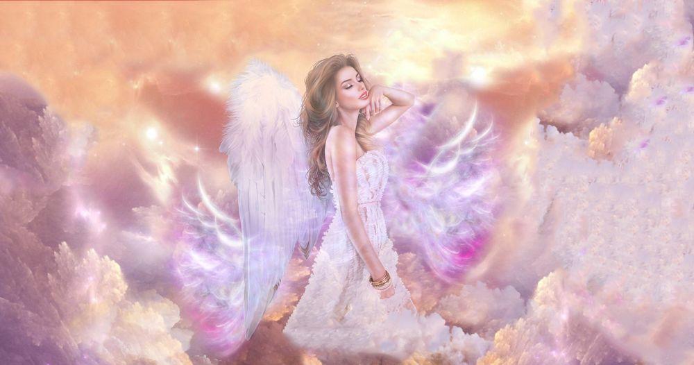 Обои для рабочего стола Девушка-ангел в небе