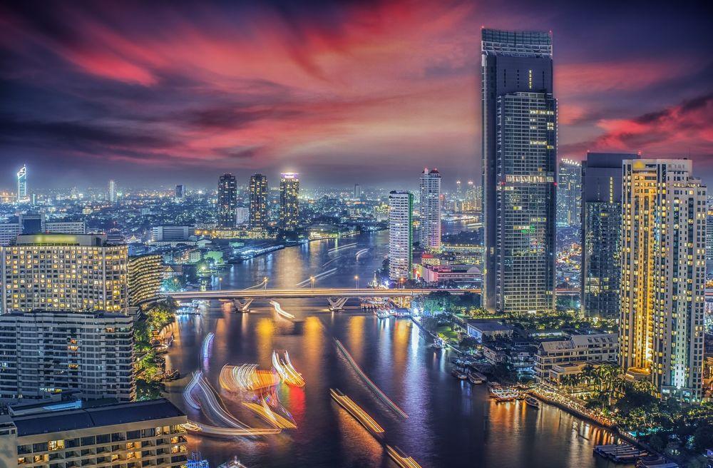 Обои для рабочего стола Зарево в небе над Bangkok, Thailand / Бангкоком, Таиланд