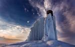 Обои Водонапорная башня, покрывшаяся замерзшей водой, фотограф Максим Шмаков