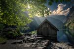 Обои Деревянный лодочный домик у берега озера в утреннем свете, Бавария, фотограф Perlikowski Jakub