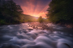 Обои Первые лучи солнца над бурлящей рекой. Фотограф sozel