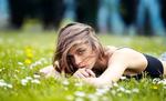 Обои Модель Giorgia M. лежит на траве с цветами, by Marco Squassina