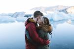 Обои Влюбленные стоят на фоне озера, by charlotte little wolf