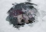 Обои Влюбленная пара за стеклом, фотограф Мария Комышева