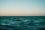 Обои Море под чистым небом