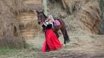 Обои Девушка - блондинка в красной юбке и платке стоит рядом с лошадью, фотограф Лозгачев Алексей