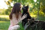 Обои Девушка со щенком, фотограф Kim Kаrger