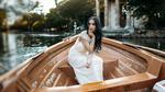 Обои Модель Alessia сидит в лодке. Фотограф Furnari Nicola Davide