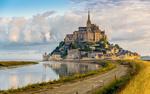 Обои Дорога, ведущая на остров-крепость Mont Saint-Michel / Мон-Сен-Мишель, France / Франция