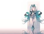 Обои Vocaloid Hatsune Miku / вокалоид Хатсуне Мику с розой в руках стоит спиной перед дверью