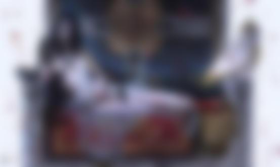 Обои Обнаженная королева Аделаида в прозрачной тунике лежит на троне среди лепестков роз, а на подлокотнике сидит белая сова, by Kae Lodula