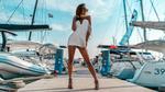 Обои Модель Анастасия стоит на пристани, фотограф Krystian Tokar