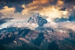 Обои Вершина горы, уходящая в облака, by enriquelopezgarre