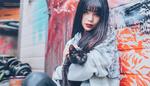 Обои Девушка азиатской внешности с кошкой в руках