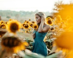 Обои Девушка в голубом платье стоит среди подсолнухов, by Blake Cheek