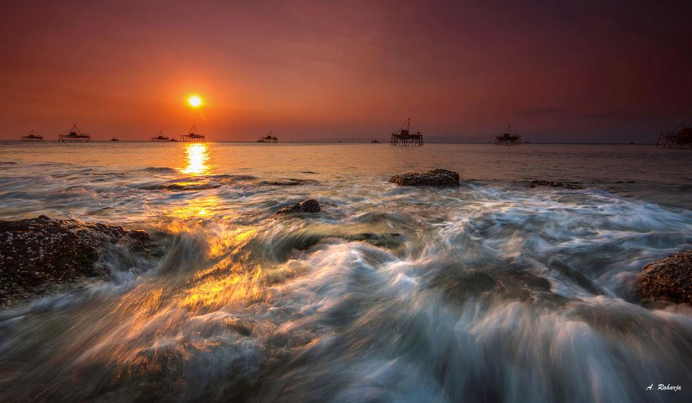 Обои для рабочего стола Заход солнца на пляже Ciemas, провинция Западной Явы, Индонезия, by Anton Raharja