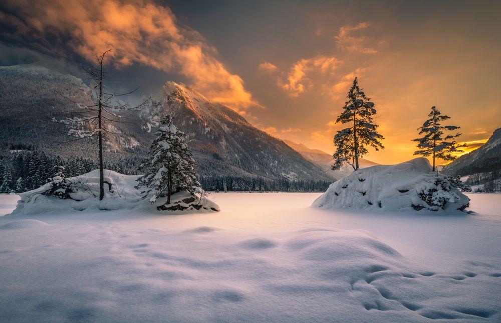 Обои для рабочего стола Закат в заснеженных горах, by Gregor Thelen