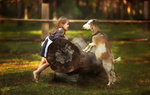 Обои Девочка и коза смотрят друг на друга с высунутыми языками, фотограф Любовь Пятовская