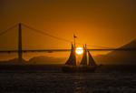 Обои Парусник на фоне заката у моста, by David Dai