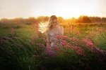 Обои Девушка стоит на цветочным поле, фотограф Alexander Drobkov