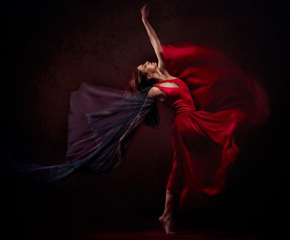 Танец В Красном Платье