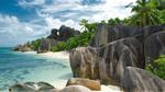 Обои Морской пейзаж с красивым пляжем и камнями