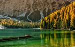 Обои Лодки на озере на фоне гор и осеннего леса, фотограф Giovanni Piras