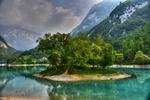 Обои Остров с зелеными деревьями в окружении воды, фотограф Giovanni Piras