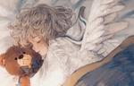 Обои Девочка-ангел спит, обняв плюшевого медведя