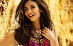 Обои Красивая актриса Виктория Джастис улыбается