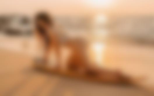 Обои Модель Настя на доске для серфинга побережье, фотограф Фрейер Евгений