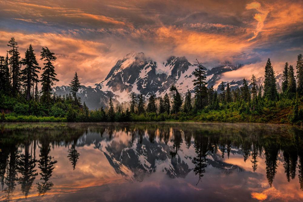 Обои для рабочего стола Huksan reflecting in Picture Lake, in the Northern Cascade Mountains of Washington, USA / гора Шуксан, отражающаяся в озере, северные каскадные горы Вашингтона, США, by Perry Hoag