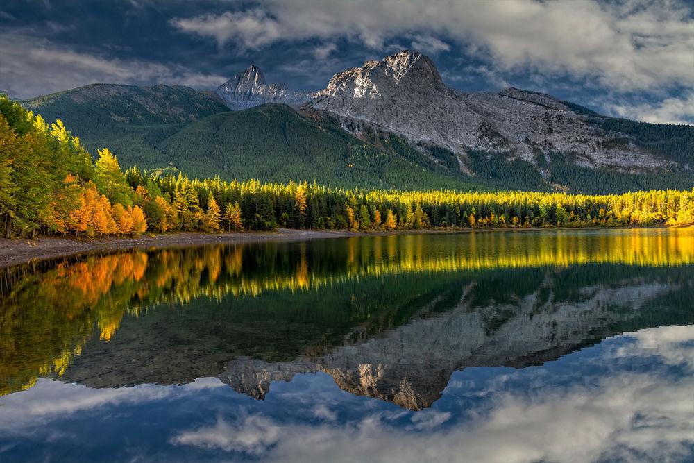 Обои для рабочего стола Осеннее утро в канадских Скалистых горах, by Perry Hoag
